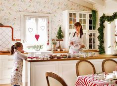 Festive Christmas Kitchen Decor Ideas And Inspiration Types Of Cabinets, Oak Cabinets, Christmas Kitchen, Christmas Home, Christmas Decor, Merry Christmas, Stained Glass Cabinets, Cabinet Styles, Cottage Living