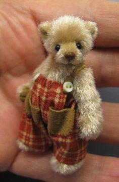 Made by Ingrid Els. Mini teddy! I want him! Get in my palm. Ha