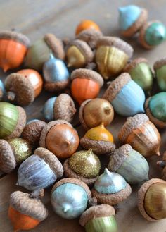 adorable painted acorns....and right now we have a gazillion falling down in our driveway and yard.: