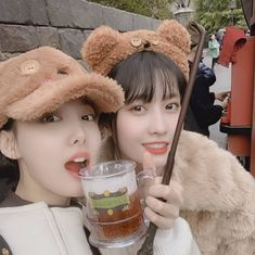 Twice-Nayeon & Momo 190116