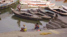 Conhece as castas da Índia? Saiba qual a origem, o que são e quais são em www.viajarpelahistoria.com Backpacking Asia, India, Varanasi, Asia Girl, Asia Travel, Southeast Asia, Geography, Wander, Boat
