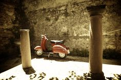 vespa- I want to get one of these when I one day, Lord willing, move to Brasil