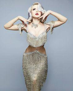 GLAMOROUS @officiallymosh  - Burlesque Performer / Dancer, Show-Girl,