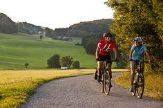 Das #Granithügelland beim #Radfahren entdecken. Weitere Informationen zu #Radurlaub im #Mühlviertel in #Österreich unter www.muehlviertel.at/radfahren - ©Oberösterreich Tourismus/Erber Globetrotter, Bicycle, Vehicles, Bike Rides, Tourism, Explore, Viajes, Bike, Bicycle Kick