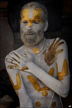 Body as sacred - A sadhu applies ash and colored paste to himself at the Pashupatinath temple in Kathmandu, Nepal. Religions Du Monde, Cultures Du Monde, World Cultures, We Are The World, People Around The World, Body Painting, Nepal, Beautiful World, Beautiful People
