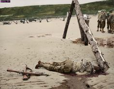 Omaha Beach, 1944 | Foto coloreada, autor disponible en https://www.facebook.com/World-War-Colorisation-790508287736232/timeline/