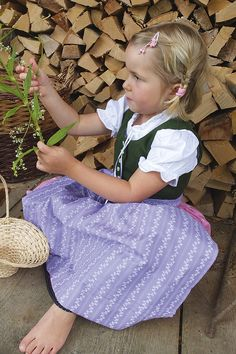 A dirndl for young and old – traditional bible – Kids Clothing Toddler Girl Style, Toddler Girls, Barefoot Girls, Medieval Dress, Traditional Dresses, Cute Kids, Flower Girl Dresses, Flower Girls, Classic Style