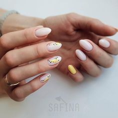 Image may contain: one or more people and closeup Aycrlic Nails, Bling Nails, Nail Manicure, Cute Nails, Pretty Nails, Manicure Ideas, Minimalist Nails, Dream Nails, Stylish Nails