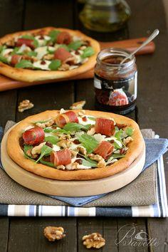 Pizza de jamón ibérico, rúcula y mermelada de higos