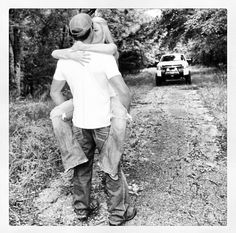 I want a senior picture like this with my truck and boyfriend!