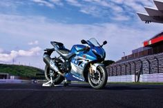 Suzuki GSX-R 1000 R edición especial 100 Aniversario inspiración retro Suzuki Gsx R, Moto Suzuki, Motogp, Retro, Racing, Motorcycle, Vehicles, Recherche Google, Lifestyle
