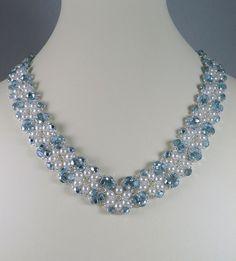 Collana di perle e blu ghiaccio di IndulgedGirl su Etsy