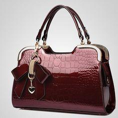 f0d099d05 Bolsa Baú Patent Grain - Compre Agora | Shopping City - Seu estilo o que  Importa !