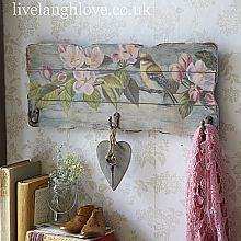 """Mensole e appendini Shabby con decoupage…. Shabby shelves and hangers with decoupage… . The role of """"decoupage"""" in the Shabby style represents a link between one an Sillas Shabby Chic, Camas Shabby Chic, Interiores Shabby Chic, Shabby Chic Chairs, Shabby Chic Pillows, Shabby Chic Living Room, Shabby Chic Interiors, Chic Bedding, Shabby Chic Furniture"""