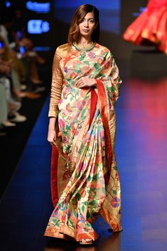 What A Kanjeevaram Lehenga Looks Like + Silk Sarees From Sailesh Singhania's LFW Collection - Netted Blouse Designs, Pattu Saree Blouse Designs, Banarasi Sarees, Silk Sarees, Fancy Sarees, Saree With Belt, Bridal Silk Saree, Satin Saree, Cotton Saree