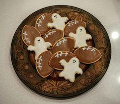 Footboo Platter #cookiesandmorebylisa #decoratedsugarcookies #Halloween #football