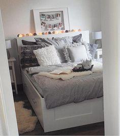 Good night💙 Credit: @sinashirinw 💫 . . . . #instahome#gofollow#design#interiorinspiration#interior_design#designinspo#inspiration #interiorforinspo#instadaily#followme#interiorstyling#interiør#interior#instagood#interiordecoration#instaroom#roomforinspo#instamood#follow #designinspiration#roominterior#homedecor #homestyle #インテリア#интерьер #bedroominspo #bedroom