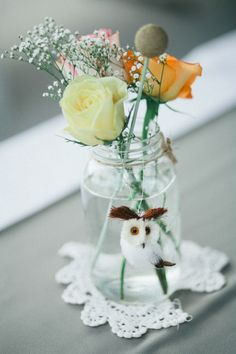 cute little jar of flowers...love the little pipe cleaner owl