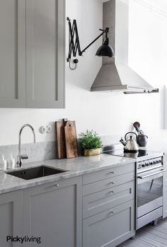 Classic Style Kitchen Furniture Timeless Furniture For Your Home Home Kitchens, Rustic Kitchen, Kitchen Design, Kitchen Inspirations, Kitchen Decor, Easy Home Decor, Kitchen Furniture, Home Decor, Kitchen Styling