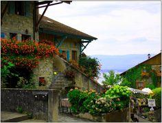 Yvoire est une cité médiévale datant du début du XIV ème siècle. Située sur la rive Francaise du Lac Léman entre Genève et Evian.