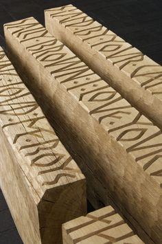 KLIKLIKLIKLIKLIK voor het werk van Gary Breeze: large oak timbers with deeply carved runic style inscriptions