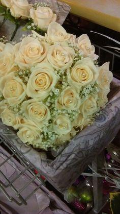 Vendella rose & gypsophilia bouquet