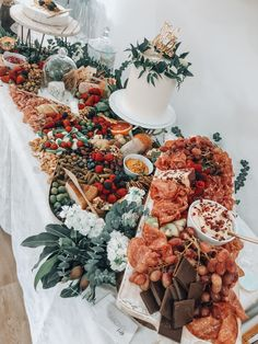 Wedding Buffet Food and Drink Ideas for Fall Wedding Wedding reception has been the dream of every couple for so many years. A wedding is a celebration will never go for a moment without delicious food a. Wedding Buffet Food, Wedding Catering, Table Wedding, Charcuterie Wedding, Wedding Reception, Drinks Wedding, Food Buffet, Party Food Platters, Cheese Platters