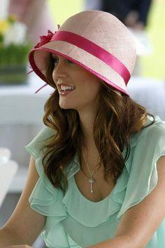 Blair Waldorf-pink hat with mint dress