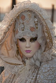 Venice Carnivale 2010 by Jenni Alexander Photographer Venice Carnival Costumes, Venetian Carnival Masks, Mardi Gras Carnival, Carnival Of Venice, Venice Carnivale, Venice Mask, Venitian Mask, Costume Venitien, Beautiful Mask