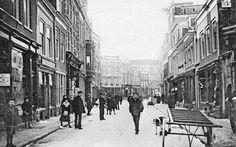 Dagelijks leven in Utrecht -1901   Steenweg met links de Mariastraat. Dit gedeelte had ook de Weg naar Rome of Heiligeweg als naam (HUA)