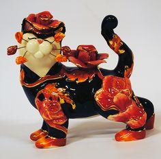 Марисса Эми Лакомб  Прекрасный кошка с отношением и фламенко тему из художника Эми Лакомб серии с Whimsiclay кошек - декоративных сокровищ в глиняной посуде.  Размер: высотой около 15,5 см  Flamenco Marissa cat