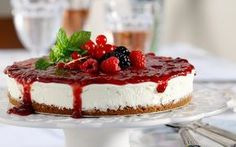 Cheesecake with strawberry jam recipe in Greek. Strawberry Jam Recipe, Strawberry Cheesecake, Jam Recipes, Panna Cotta, Pudding, Cooking, Ethnic Recipes, Desserts, Food