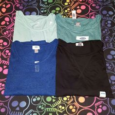 Size Large bundle Old Navy size Large shirt bundle. Light Blue long sleeve high low tee, teal 3/4 length sleeve oversized tee, black long sleeve tee and a blue lightweight sweater. All size Large all new with tags. Old Navy Tops Tees - Long Sleeve