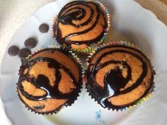 Muffin cu ciocolată Muffin, Cupcakes, Breakfast, Recipes, Food, Morning Coffee, Cupcake Cakes, Recipies, Essen