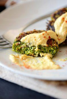 Falafels de vegetales verdes y tahini   34 Recetas nutritivas que son perfectas para cualquier época del año