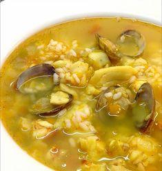 """Esta exquisita sopa está basada en la """"sopa al cuarto de hora """" de Simone Ortega. Suficiente para 4 ó 5 personas; es casi de aprovechami... Spanish Kitchen, Winter Soups, Chana Masala, Cheeseburger Chowder, Thai Red Curry, Soup Recipes, Food To Make, Salsa, Fish"""