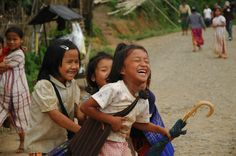 Karen girls on their way home from school in Umpiem camp, #Thailand. UNHCR / D. Lom / June 2005