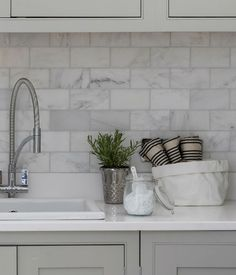 Long Island marble polished subway tiles Ca & # Stone, Metro Tiles Kitchen, Subway Tile Kitchen, Kitchen Reno, Splashback Tiles, Backsplash, Long Island, Metro White, Marble Subway Tiles, Marble Polishing