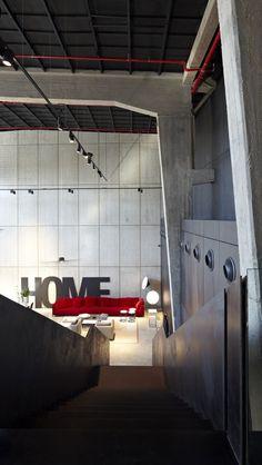Galeria de A Casca e seu Conteúdo – Showroom Italia B&B / Pitsou Kedem…