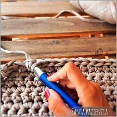 El súper tutorial Foto a Foto que estábais esperando. Cómo hacer un bolsazo de Trapillo | SANTA PAZIENZIA
