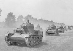 Polish Vickers light tanks on the move in 1939. #worldwar2 #tanks