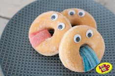Easy way to make donuts a treat .- Easy way to make donuts a treat – tractatie – - Birthday Treats, Party Treats, Birthday Parties, O Emoji, Halloween Fingerfood, Easy Donut Recipe, Donut Party, Food Humor, Cute Food
