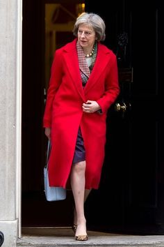 Pin for Later: British Prime Minster Theresa May Has a Style Mantra For All Power Women A Long Coat in Her Power Color World Of Fashion, Love Fashion, Fashion Beauty, Womens Fashion, Teresa May, New Street Style, British Prime Ministers, Boris Johnson, Powerful Women