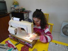Fazendo roupinhas de bonecas