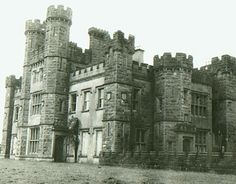 Castle Saunderson, Ireland -- Home of the family of Armar Dayrolles Saunderson. Located near Belturbet, County Cavan Castles In Ireland, Ireland Homes, Castle House, Facade House, House Facades, Beautiful Castles, Travel Memories, Old Buildings, Abandoned Places