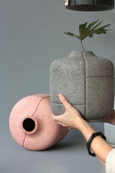 8 Astonishing Cool Tips: Decorative Ceramic Vases concrete vases grey.Copper Vases Home vases design white. Wooden Vase, Ceramic Vase, Pottery Vase, Ceramic Pottery, Thrown Pottery, Slab Pottery, Beton Design, Vase Design, Black Vase