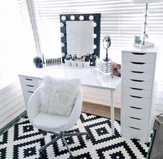 Makeup Room Ideas room DIY (Makeup room decor) Makeup Storage Ideas For Small Space - Tags: makeup room ideas makeup room decor makeup room furniture makeup room design Dream Rooms, Dream Bedroom, Master Bedroom, Bedroom Black, My New Room, My Room, Sala Glam, Rangement Makeup, Vanity Room