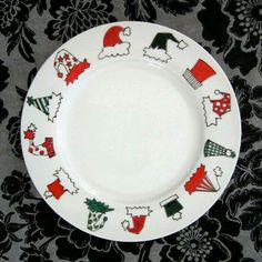 Christmas hat plate-pic only Christmas China, Christmas Dishes, Christmas Crafts, Christmas Hat, Sharpie Plates, Sharpie Crafts, Sharpies, Hand Painted Plates, Painted Mugs