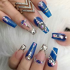 "If you're unfamiliar with nail trends and you hear the words ""coffin nails,"" what comes to mind? It's not nails with coffins drawn on them. It's long nails with a square tip, and the look has. Acrylic Nails Natural, Best Acrylic Nails, Acrylic Nail Designs, Nail Art Designs, Nails Design, Acrylic Art, Natural Nails, Gold Designs, Fancy Nails"