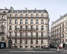 On distingue 3 classes d'immeubles haussmaniens (1) : la 1ère classe comprend 4 étages carrés, de grands appartements avec écuries et remises dans la cour (mais pas de commerce en rez-de-chaussée) - photo : 8e arrondissement